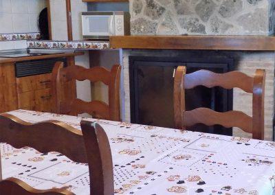 Detalle cocina y chimenea